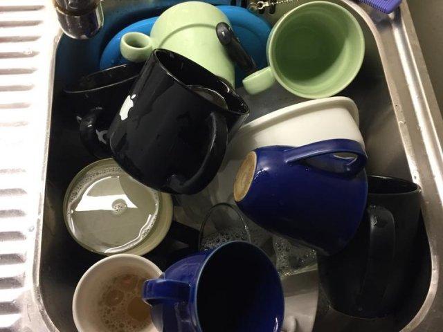 Odiskade kaffemuggar skänkes